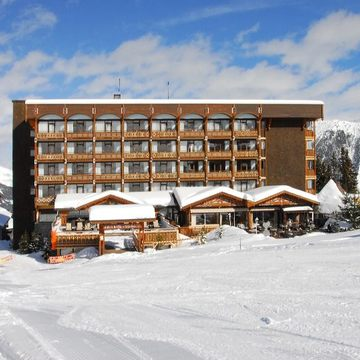 Alpes Hotel Du Pralong ski hotel in Courchevel 1850