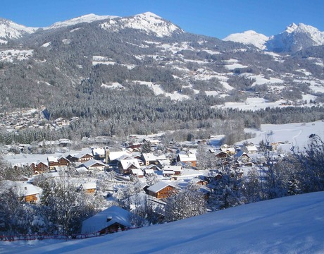 Chalets in Morillon - A pretty resort linking to the Grand Massif ski area