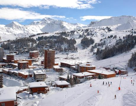 Chalets in Plagne Centre - skiing down from Aime La Plagne