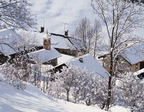 Chalets in Meribel Les Allues - a traditional mountain village