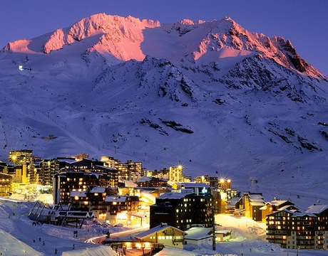 Chalets in Val Thorens and hotels in Val Thorens - a view at dusk