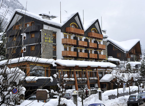 Hotel Pavillon ski hotel in Courmayeur