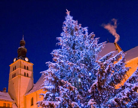 Resort guide Megeve France - night view of church