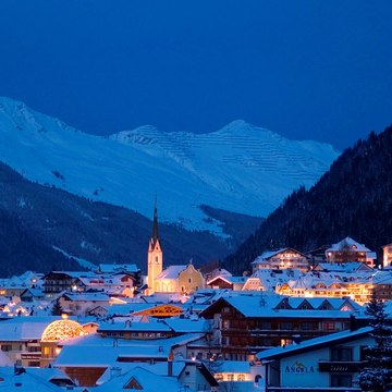 Resort guide ischgl at night