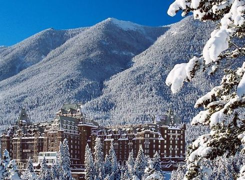 Hotel Fairmont Banff Springs ski hotel in Banff