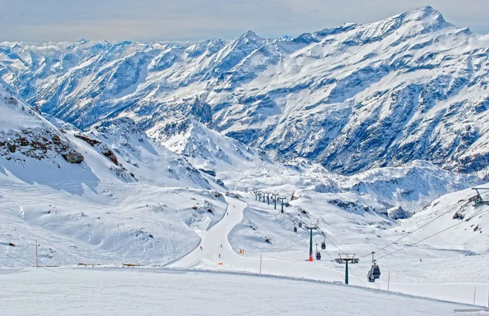 Ski holidays in the Monterosa region of Italy - the high altitude, large ski area