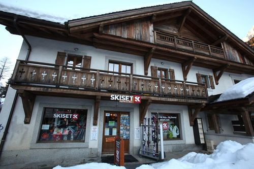 Ski hire Chamonix - the store at the Aiguille du Midi cable car station