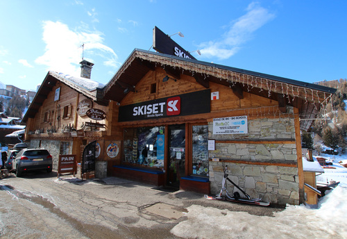ski hire Plagne 1800 - Boudu Sports in the resort centre