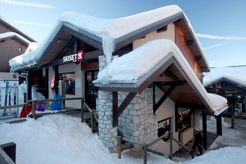 Ski Hire Vallandry - the Skiset Funski shop on the snow front