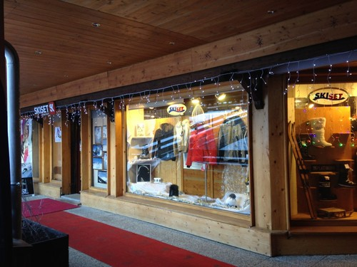 Ski hire Megeve - Philippe Sports next to the Rochebrune cable car station