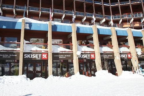 Ski hire - Arc 2000 - the flagship Skiset store on the Front de Neige
