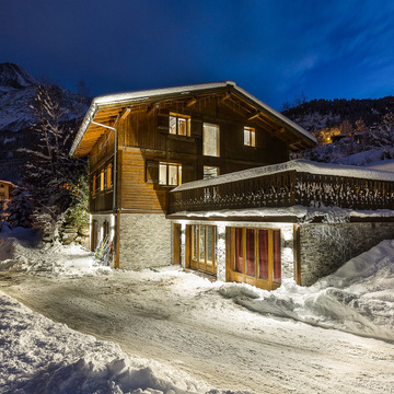 Chalet prarion les houches exterior night