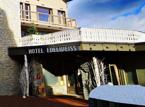 Hotel Edelweiss ski hotel in Courchevel Moriond