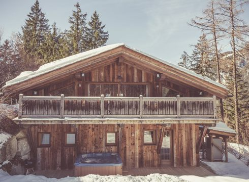 Chalet baby bear exterior